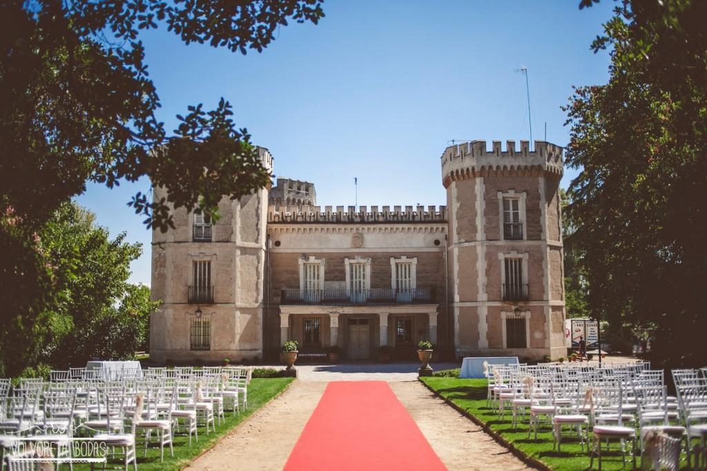 Elena rub n una boda con un toque internacional y for Jardin oriental aldea del fresno