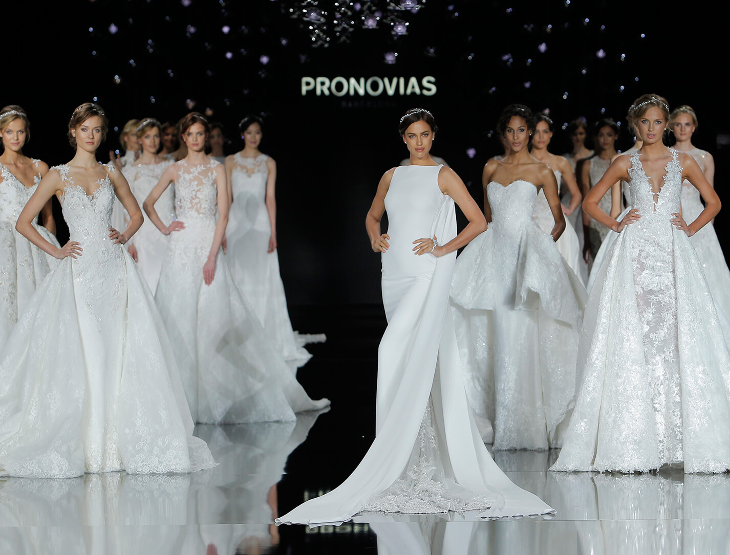 PRONOVIAS_Fashion_Show_2017_le ciel