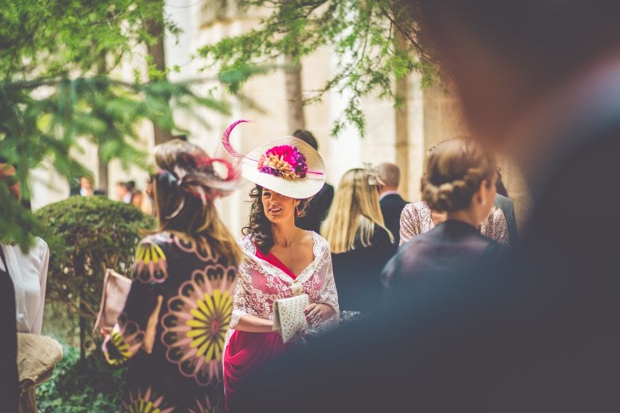 invitadas boda con tocado