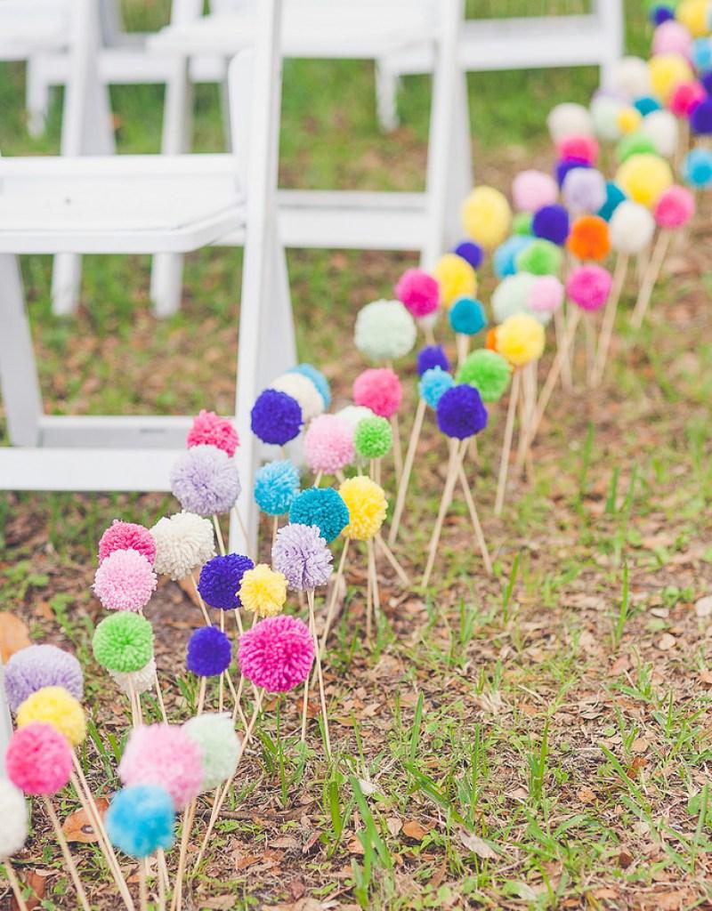 camino ceremonia decorado pompones lana