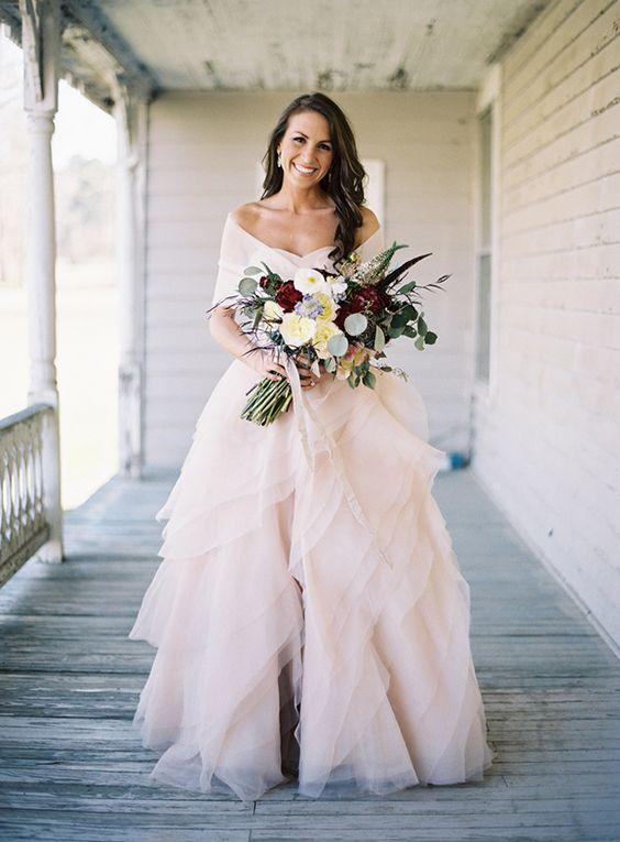 e1c357ed82 vestido-novia-blanco-y-falda-tul-azul-con-cinturon-terciopelo-oh-que-luna