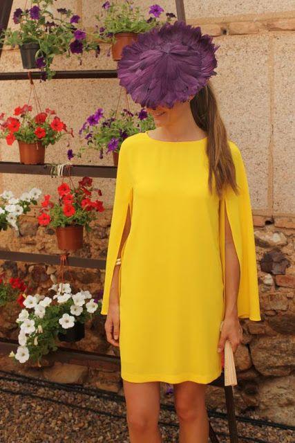 invitada boda con vestido capa amarillo zara