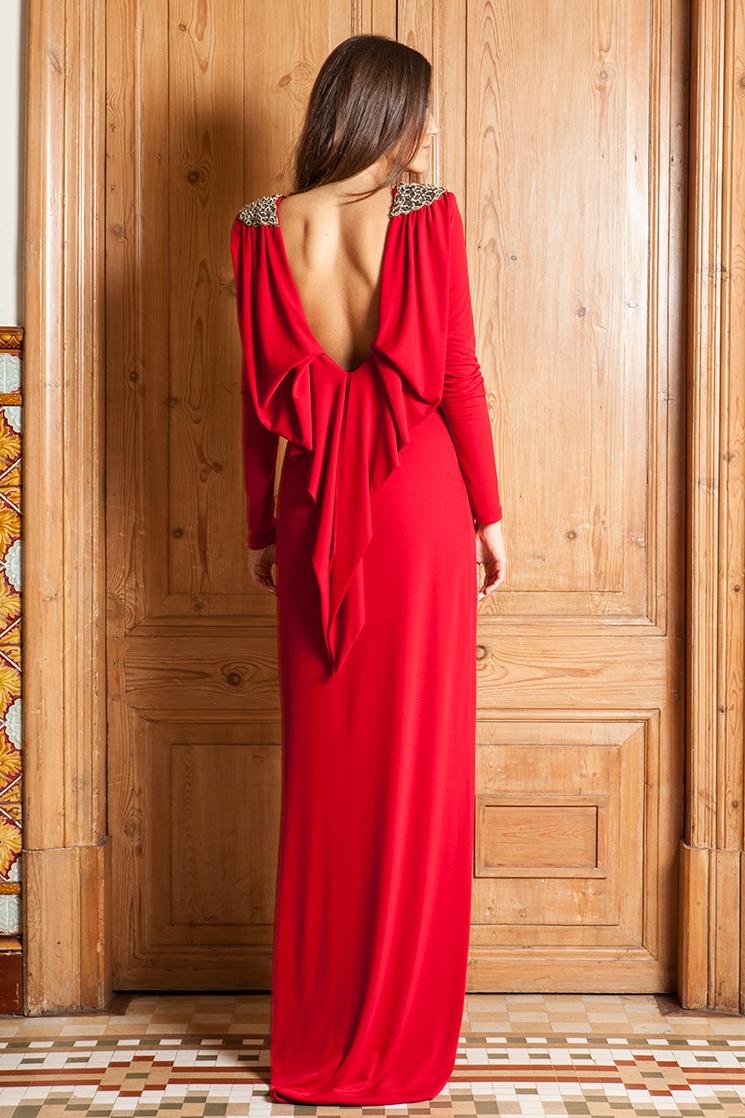 vestido invitada rojo con capa