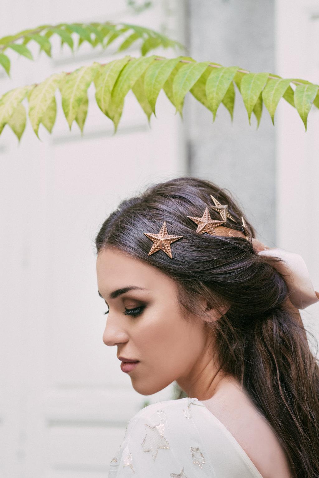 Tocados con estrella alial 2017 quiero una boda perfecta for Novias originales 2017
