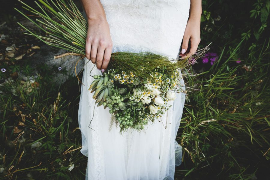 boho-perth-wedding-ramo novia greenery