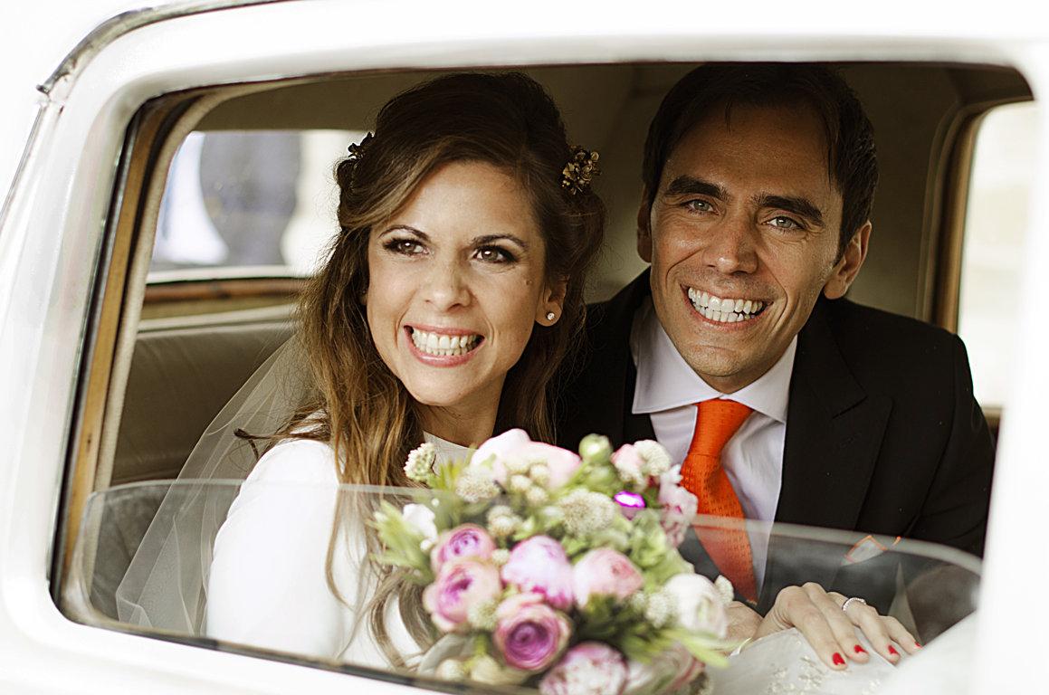 boda monica y juan coche epoca