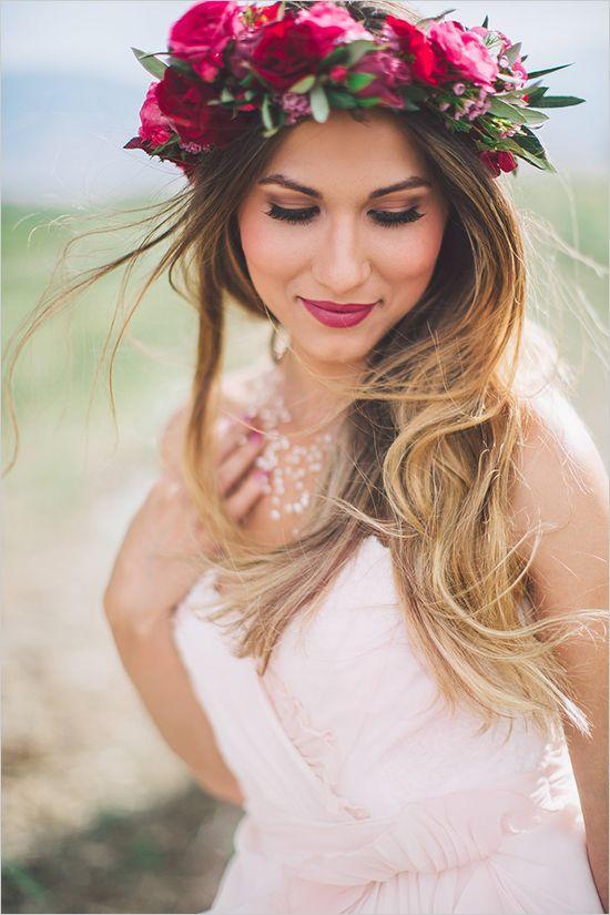 novia cabello suelto corona flores