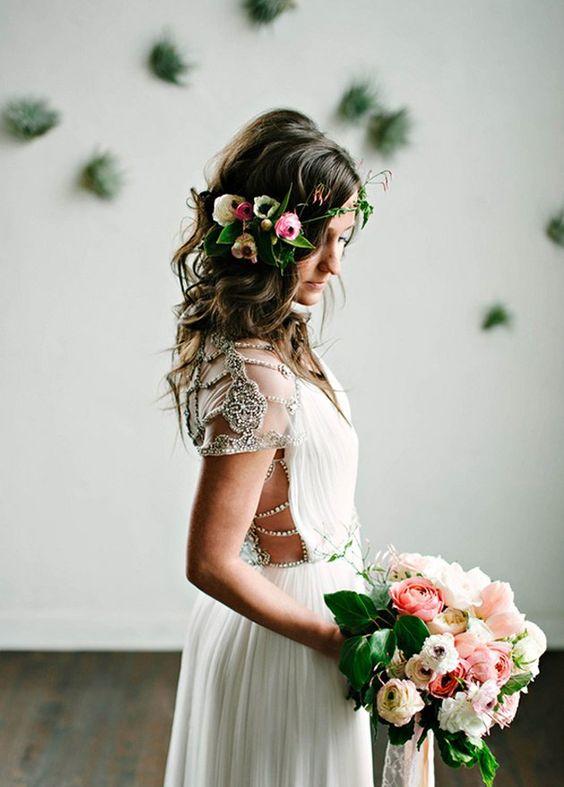 novia pelo suelto con flores