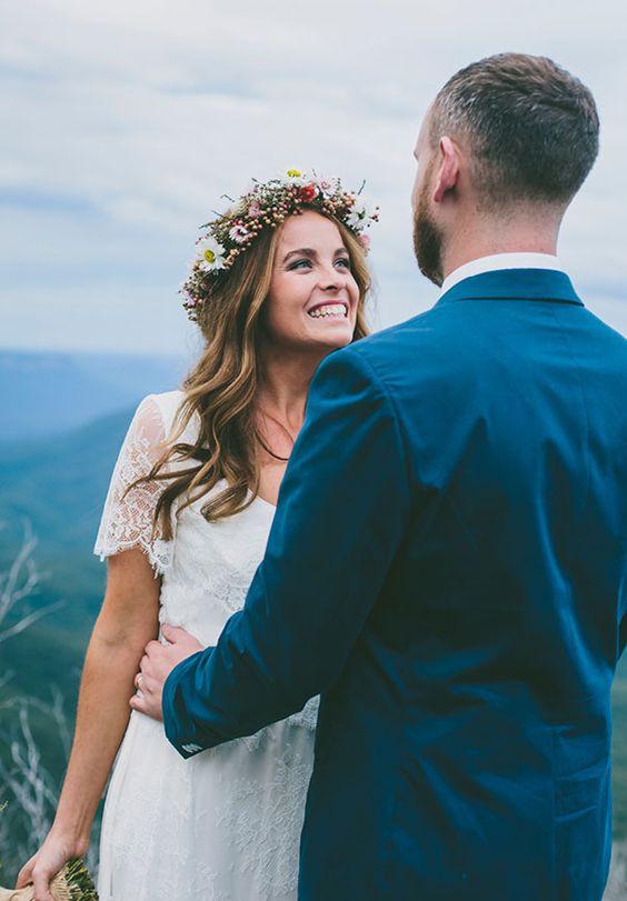 novia pelo suelto corona flores