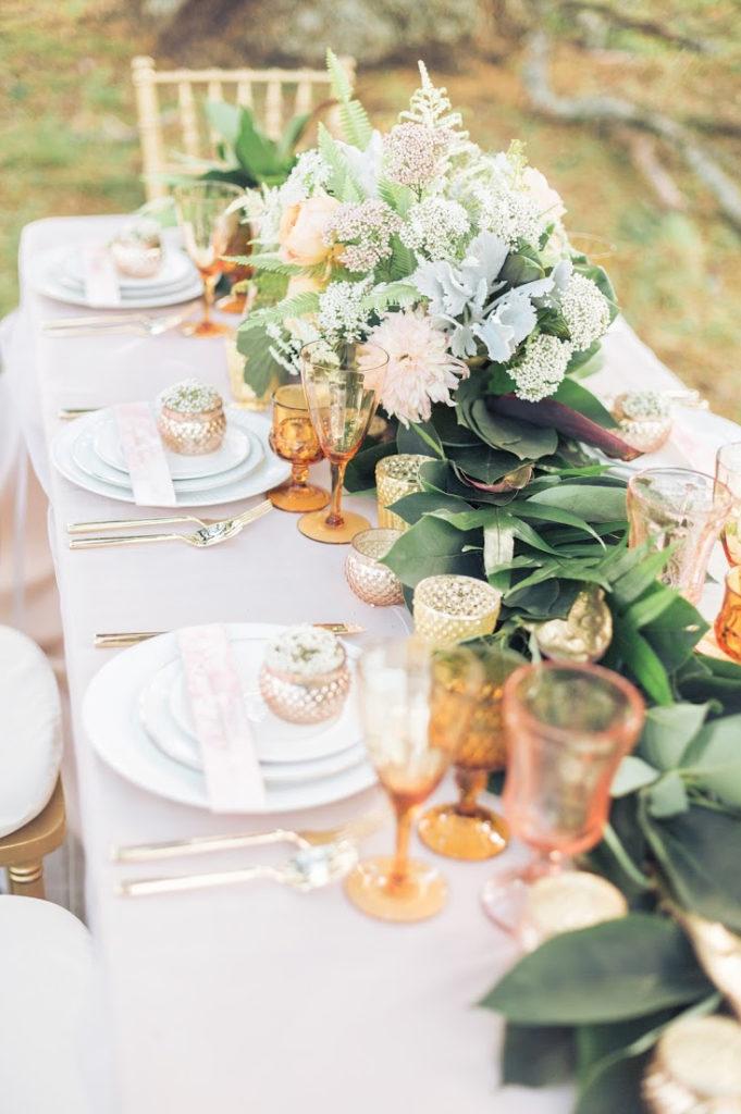 boda con cubiertos dorados