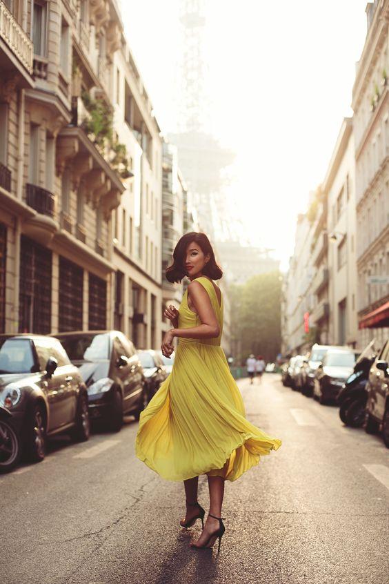 vestido amarillo plisado boda