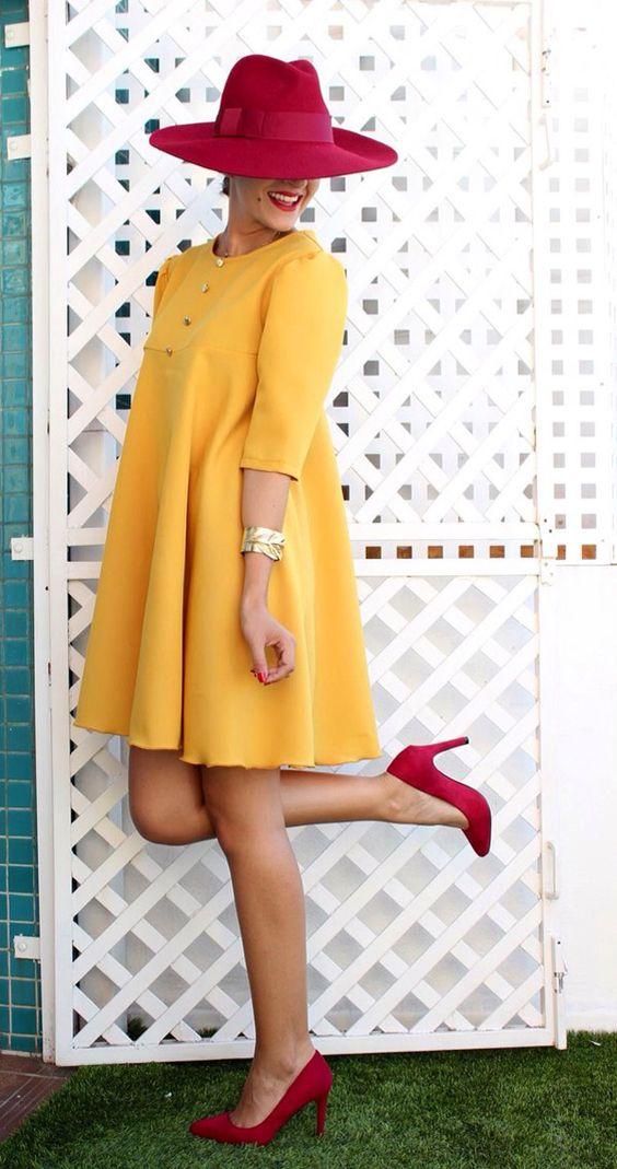 vestido amarillo y granate