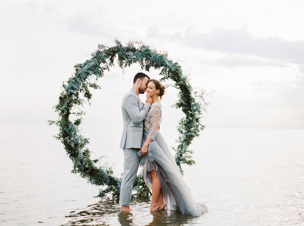 Moody Baltic Sea Wedding Inspiration - photo by Muravnik http://ruffledblog.com/moody-baltic-sea-wedding-inspiration