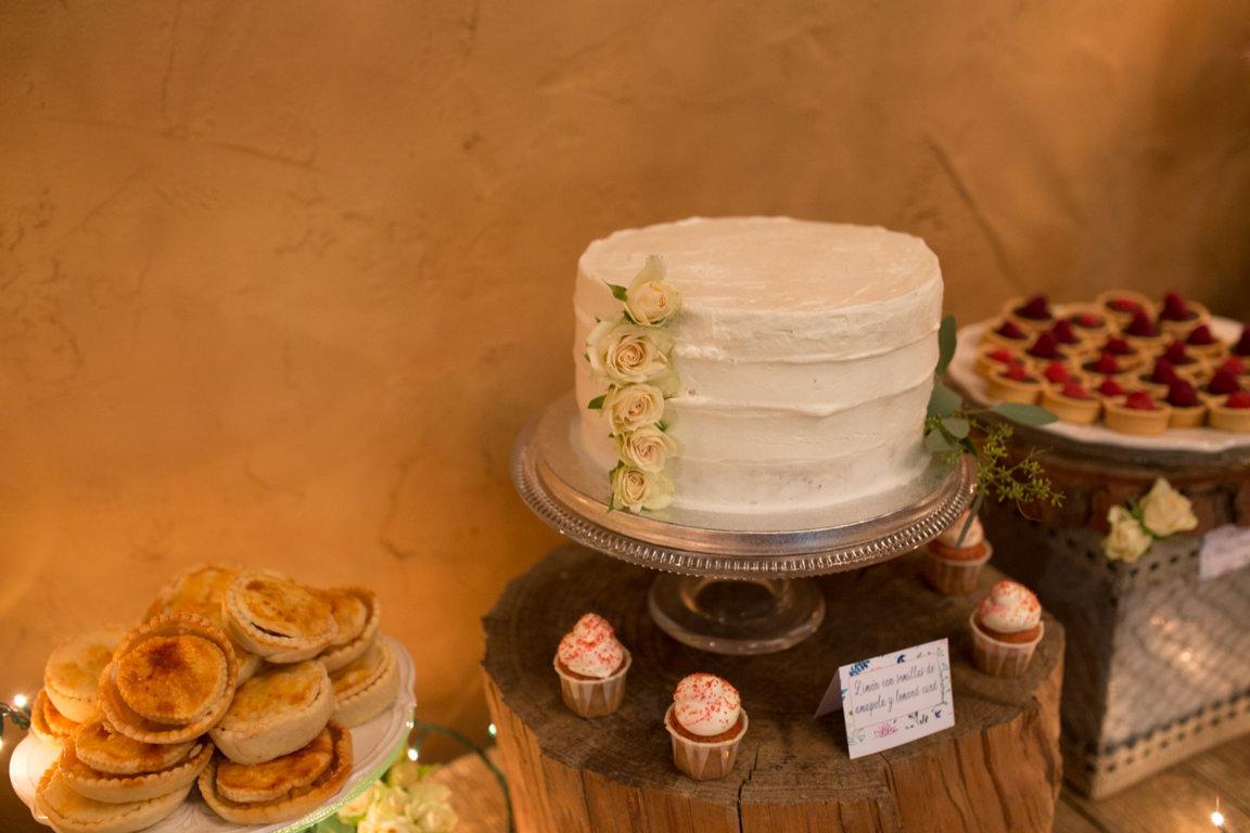 pastel boda mesa dulces platitos de azucar