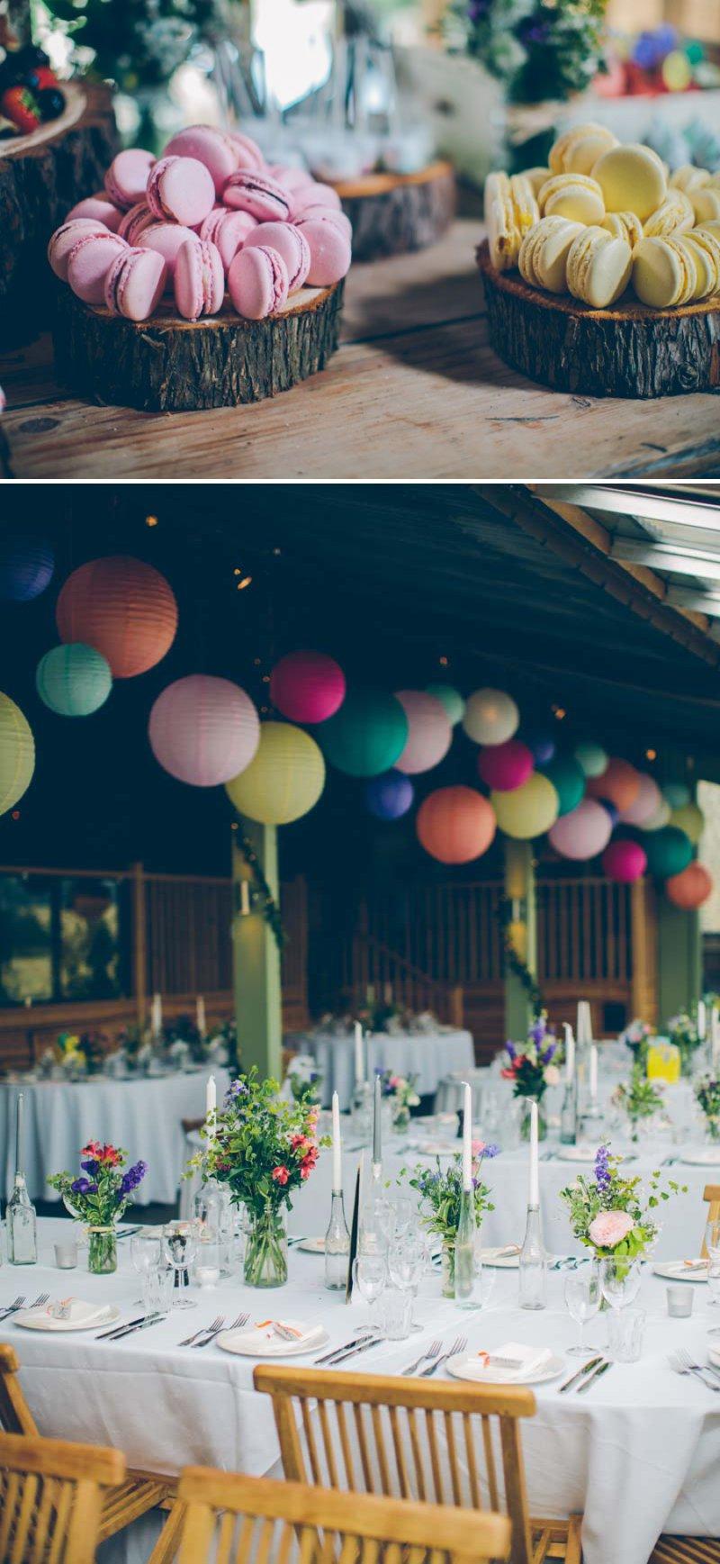 mesa boda rustica llena de color
