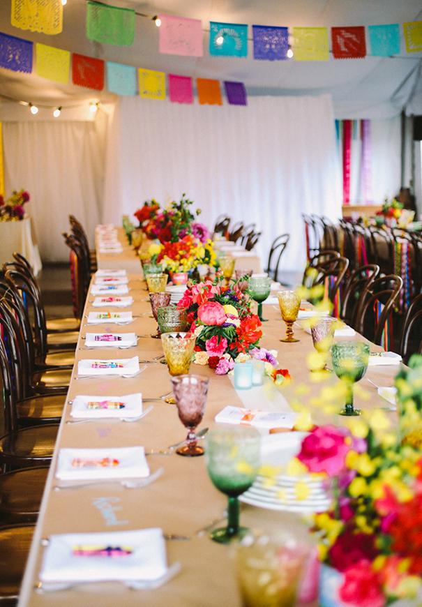mesas boda llenas de color