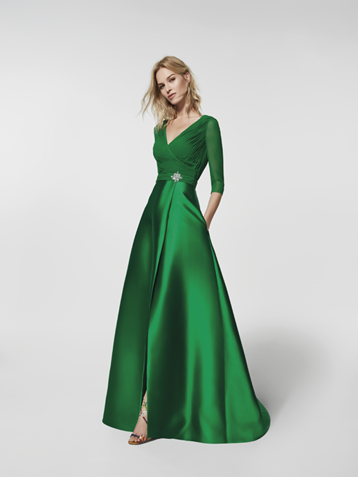 91f500bc77 Cómo vestirte si eres la madrina de la boda  protocolo y tendencias ...