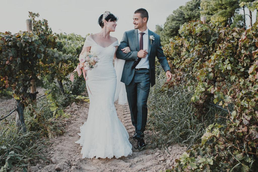 boda entre vinedos AlejandraCasaleizFotografoBodasBarcelonaDestinationWedding-316