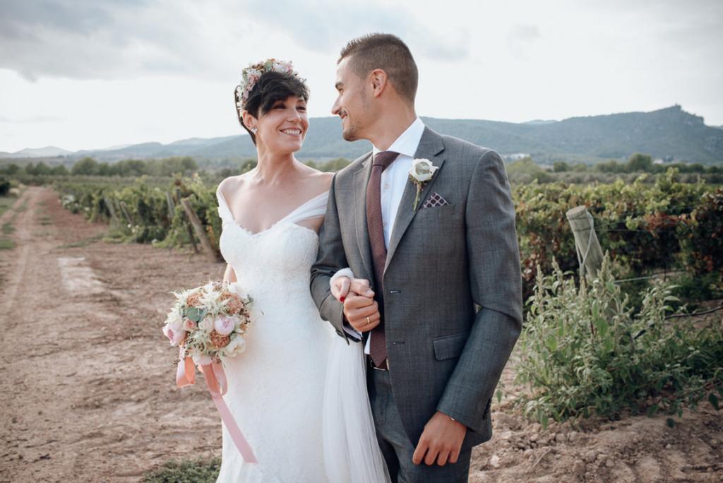 boda entre vinedos AlejandraCasaleizFotografoBodasBarcelonaDestinationWedding-320