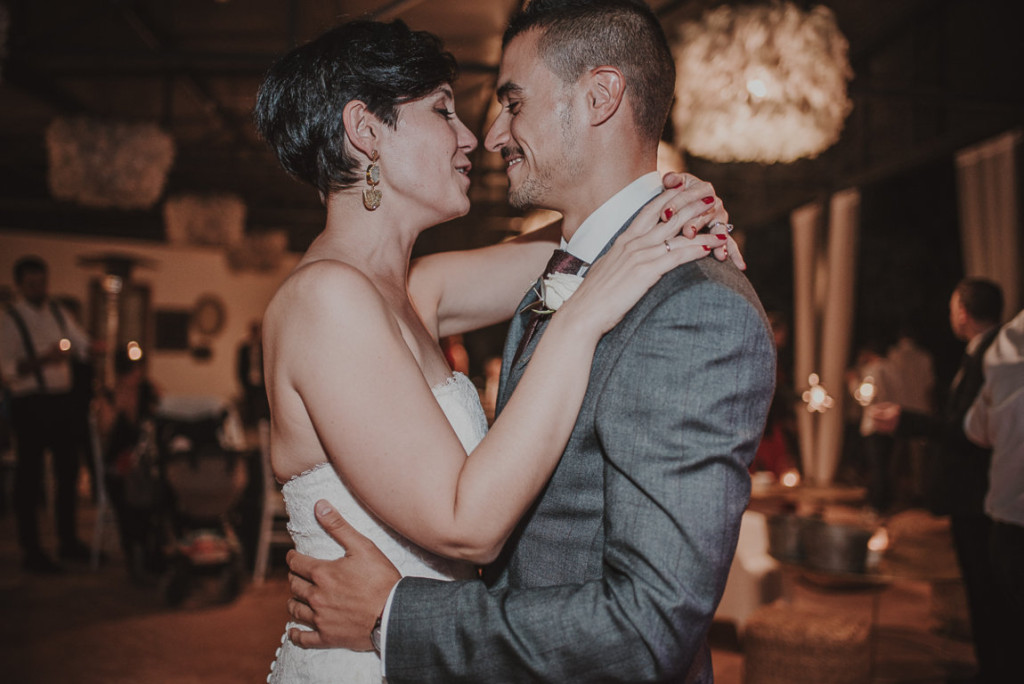 boda entre vinedos AlejandraCasaleizFotografoBodasBarcelonaDestinationWedding-594