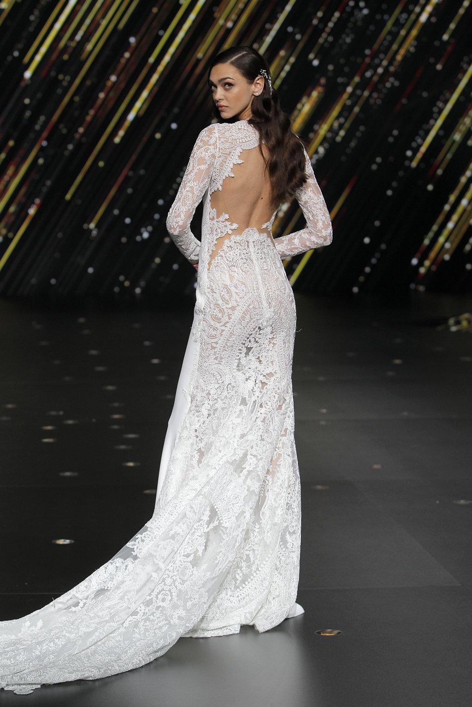 rou_Beyond the Stars, Pronovias Fashion Show 2020 - Quiero una boda perfecta - Blog de Bodas