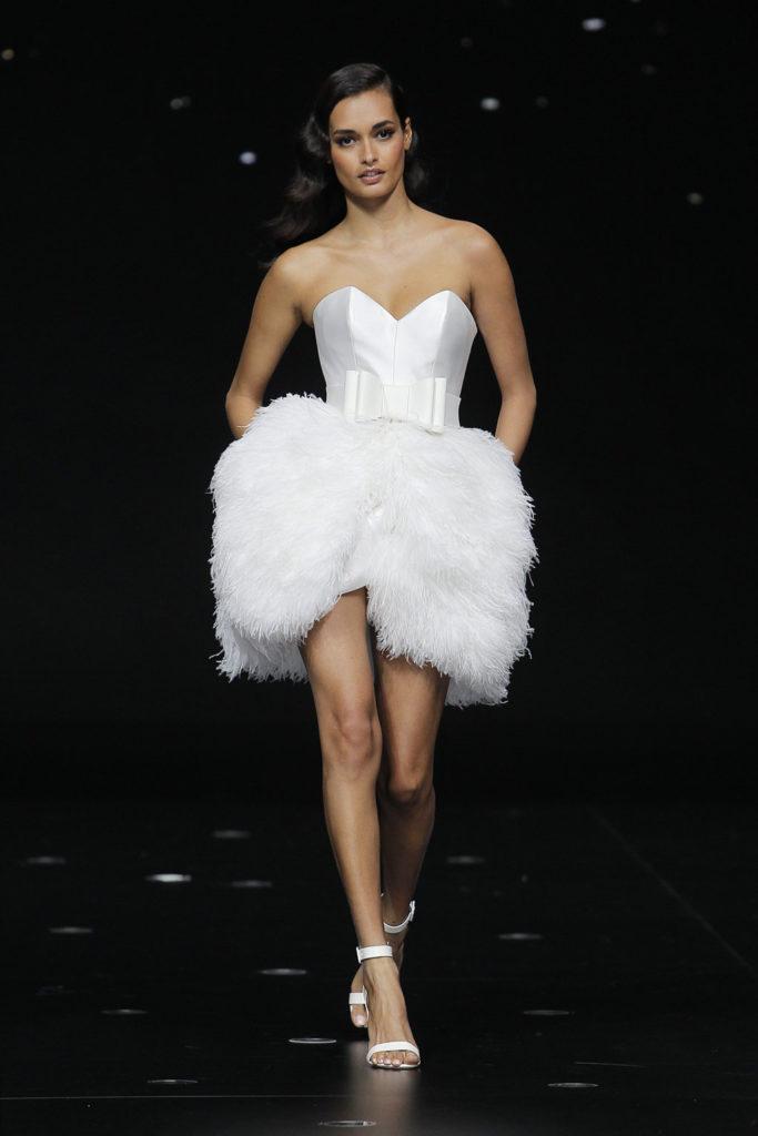 vestido plumas pronovias