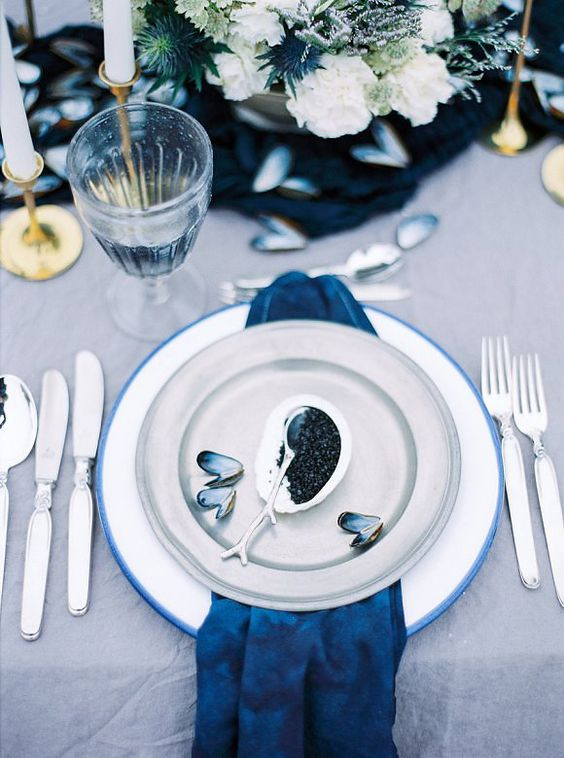 wedding table blue
