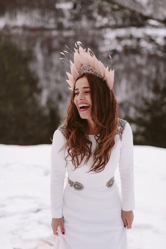tocado plumas novia