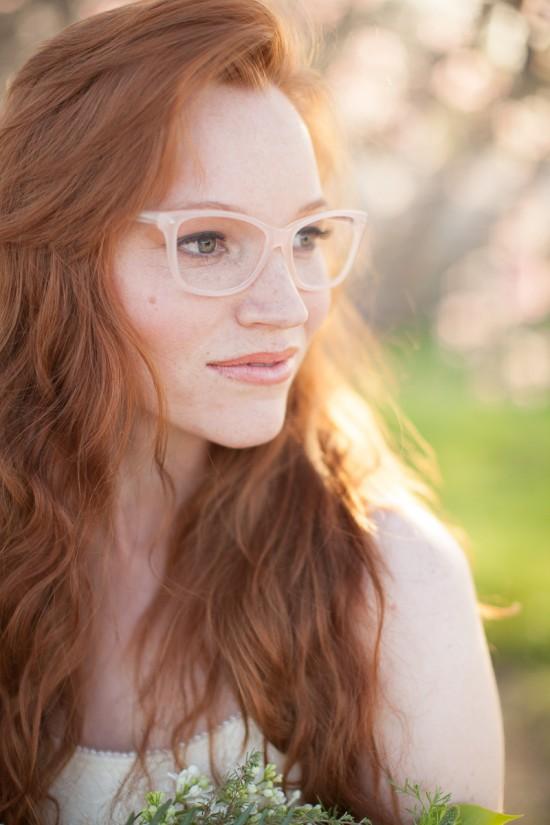 maquillaje novias con gafas