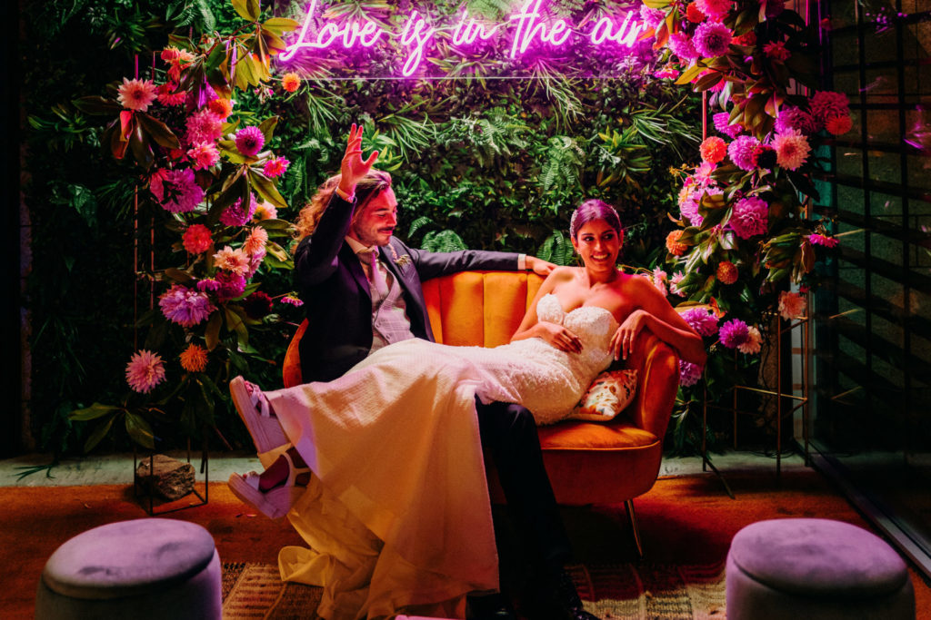 cartel de neon para bodas
